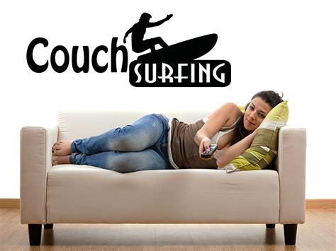surfing couch wandtattoo couch surfing mit wandtattoos von klebeheld de