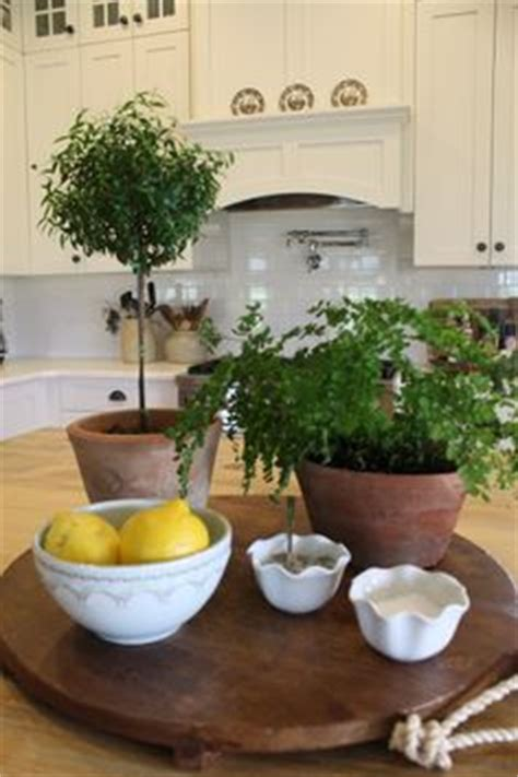 kitchen island centerpiece ideas 1000 images about ideas kitchen island decor on