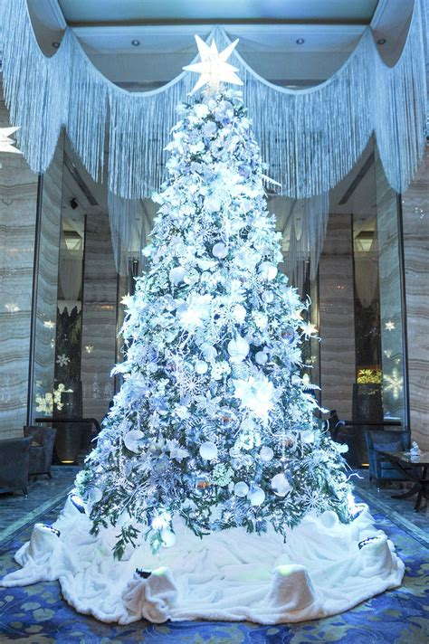 cheapest chrsitmas tree in manila snowflake at the edsa shangri la manila dine philippines