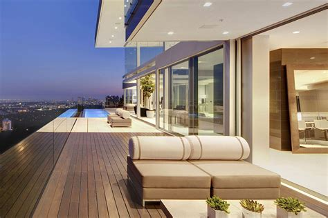 The Essence of Modern Living above LA: Luxury Mansion in