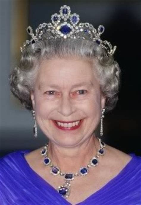 queen elizabeth ii glistens in diamonds and sapphires for dronning elizabeth kongebloggen kjell arne totland
