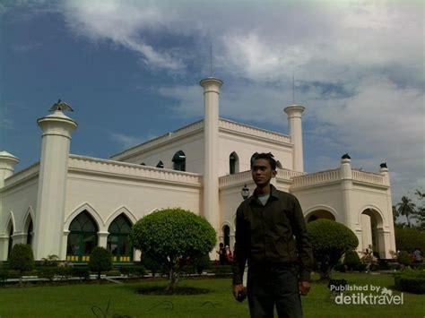 nama keraton istana raja di indonesia negeri pesona istana siak jejak kemegahan islam di tanah riau