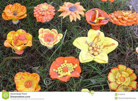 fiori di ceramica fiori di ceramica fotografia stock immagine di fiore