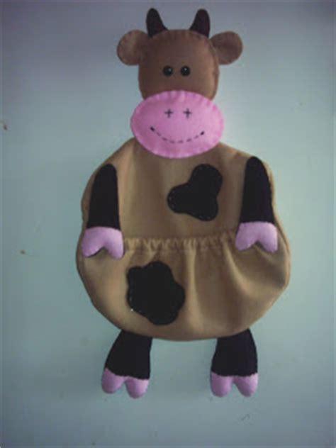 vacas en firltro manualidades utilitarias en fieltro para la cocina