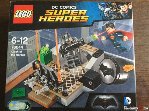 Lego Superman Vs Batman lego batman vs superman le combat des h 233 ros gangeek style