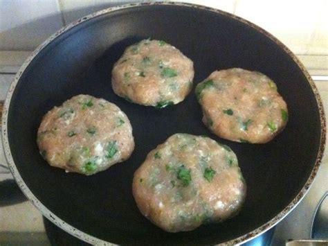 cucinare hamburger in padella hamburger di pollo ricetta hamburger di pollo con foto