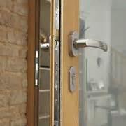 come aprire una porta chiusa senza chiave come aprire una serratura senza chiavi serrature