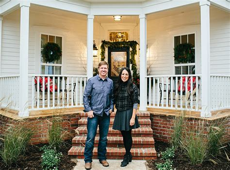 chip and joanna gaines castle heights home see how hgtv stars chip joanna gaines decorate for the holidays