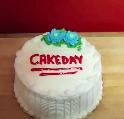 tutorial kue unik cara unik dan cepat memotong kue bolu tanpa menggunakan pisau