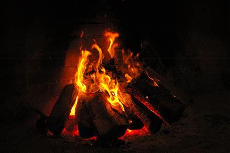 fuoco camino foto mercatino e concerto di natale presso la canonica