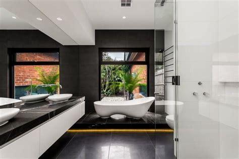 Modern Bathroom Windows by 40 Master Bathroom Window Ideas