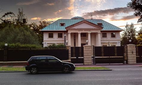 house real big car real big how a big house can become your financial prison investmentzen