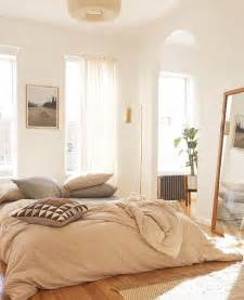 Light Airy Bedroom How To Choose The Best Mattress To Heal Cool Or Rest Decorated