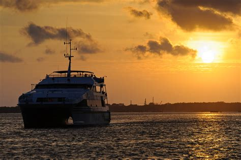 dinner romantis  bali hai sunset dinner cruise bali