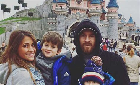 lionel messi family biography barcelona star lionel messi takes family on surprise trip