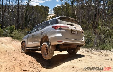 Toyota Fortuner Road 2016 Toyota Fortuner Gx Review Performancedrive