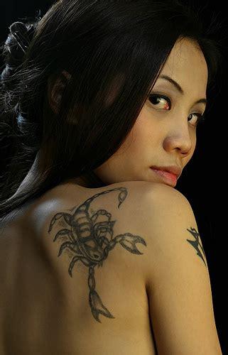 tato di dada dan punggung otak fresh ini lhoo beberapa ide tato lucu di tubuh wanita