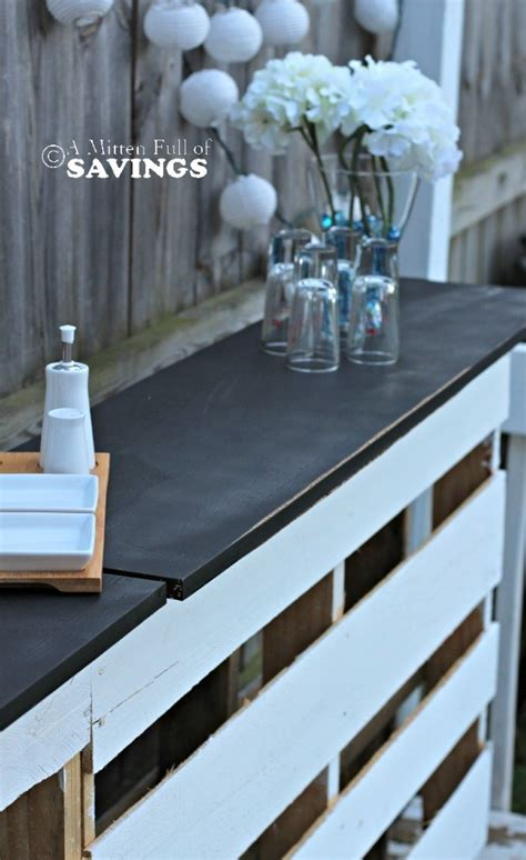 diy patio bar made out of wood pallets this worthey