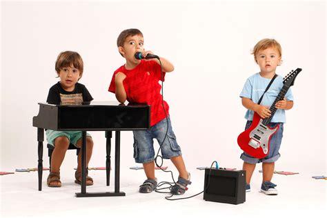 imagenes niños tocando instrumentos musicales inteligencia musical sabiens net
