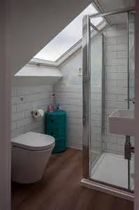 salle de bain sous pente 5m2 fitting a shower enclosure a sloping ceiling skylofts