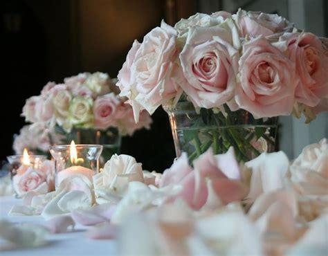 composizioni floreali con candele centrotavola floreali oggetti di casa centrotavola fiori