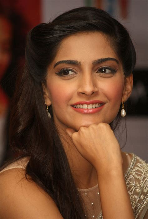 bollywood actresses film raanjhanaa movie press meet in new delhi sonam kapoor