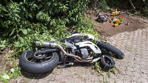 Motorrad Unfall A by T 246 Dlicher Motorradunfall Auf Der L177 Bei Berus