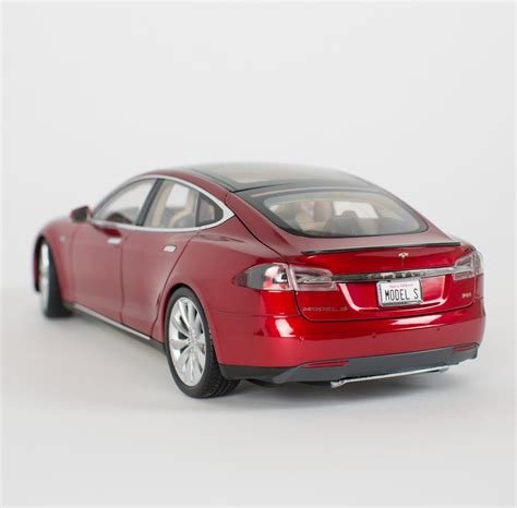 Auto Und Modell by Tesla Motors Is Now Selling 1 18 Scale Model S Diecast
