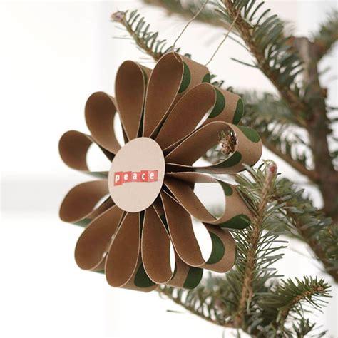 len papier selber machen bastelideen mit papier bunter weihnachtsbaumschmuck
