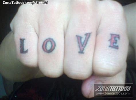 tatuaje de letras love dedos tatuaje de streetoi letras love dedos