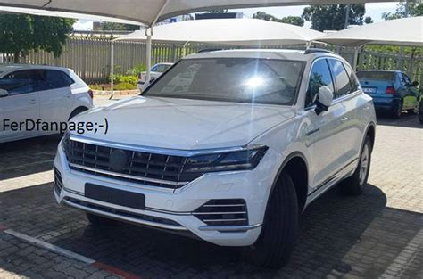 interni touareg 2017 vw touareg spied undisguised autocar india