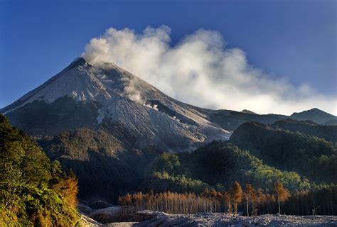 flm gunung merapi zumbara i 6 kejadian penuh misteri yang dimiliki gunung merapi