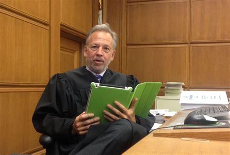 jurors allowed   ipads   la superior court trial  kpcc