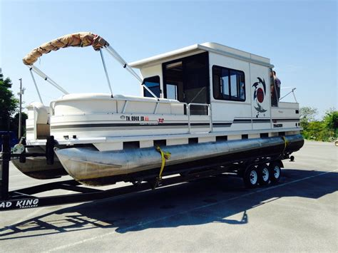 pontoon boats sleeping quarters sun tracker sun tracker 2004 for sale for 18 500 boats
