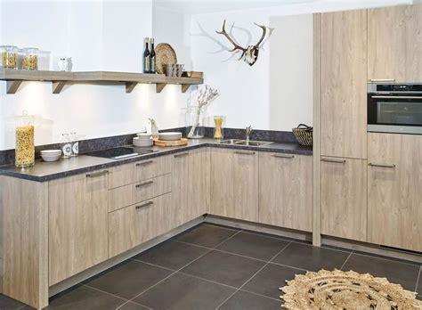 mooie landelijke keukens landelijke houten keuken met etna apparatuur db keukens