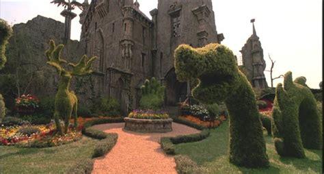 Alice In Wonderland Topiary - edward scissorhands lived in my backyard