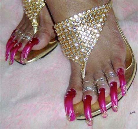 imagenes de uñas acrilicas feas 10 fotos de u 241 as de los pies extra largas en serio estos