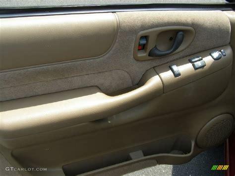 2000 Chevy Blazer Door Panel by 2001 Chevrolet Blazer Ls Beige Door Panel Photo 50256575