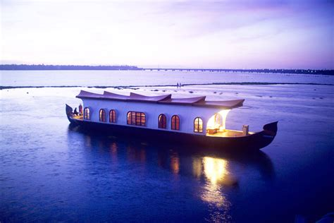 house boat vacation visit enthralling kerala in this vacation treklocations