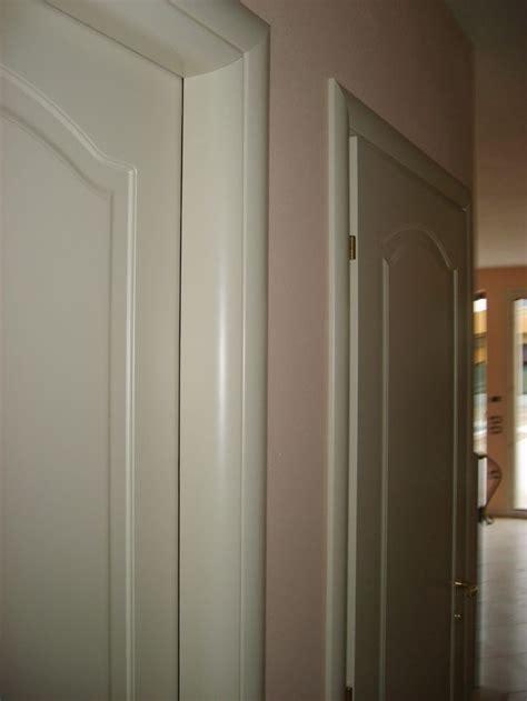 cornici per porte interne in legno porte interne con telaio tondo e cornici bombate infix