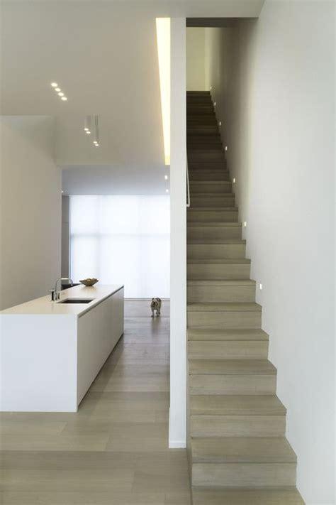 Narrow Staircase Design Meer Dan 1000 Idee 235 N Veiligheid In Huis Op Pinterest Veiligheidstips Veiligheid En Plastic