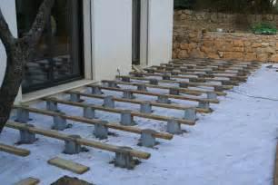 nivrem terrasse bois sur plot beton diverses id 233 es de conception de patio en bois pour