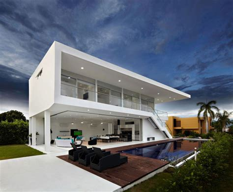 modern minimalist house residence in colombia displaying a minimalist design