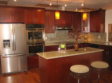 shaker cherry kitchen cabinets cherry shaker kitchen cabinets decorating clear
