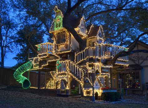 Christmas Tree House | christmas lights on a tree house wow the home touches