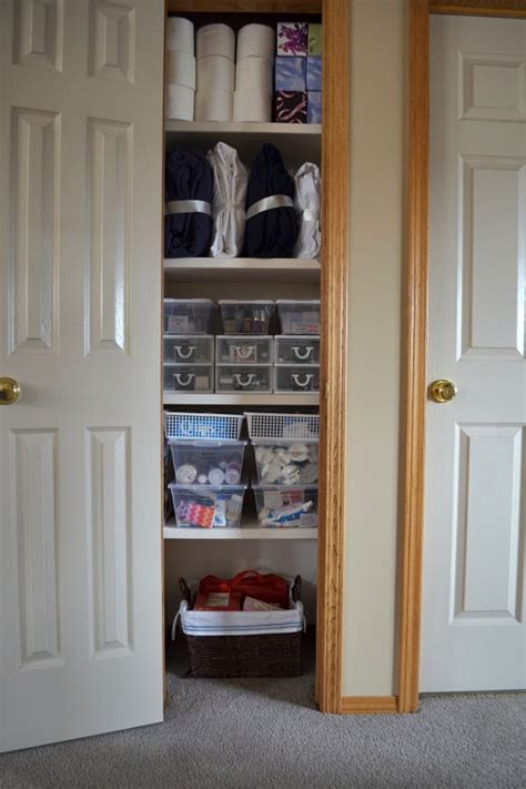 hometalk  tips   organized linen closet