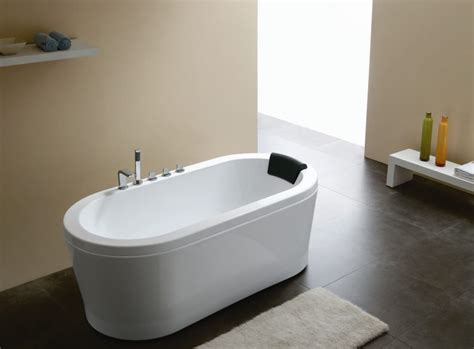 round bathtub the sleek beauty of round bathtubs