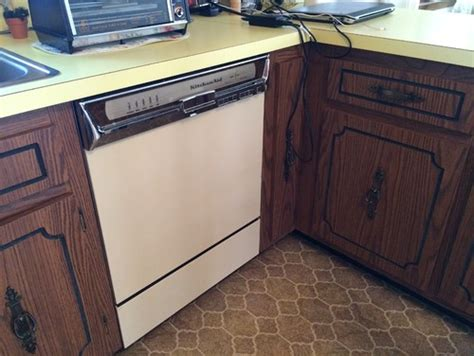 Refacing Formica Kitchen Cabinets Painting Or Refacing Formica Cabinets