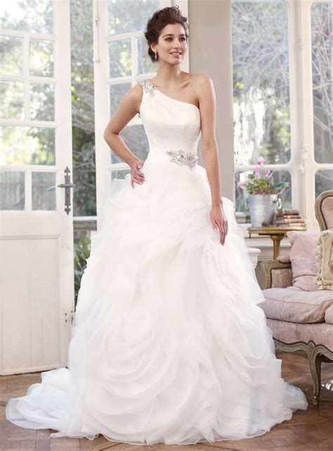 Cheap Gorgeous Wedding Dresses by Buy Cheap Gorgeous Wedding Gown Features Jeweled One