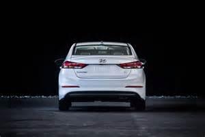 2017 hyundai elantra eco rear end motor trend
